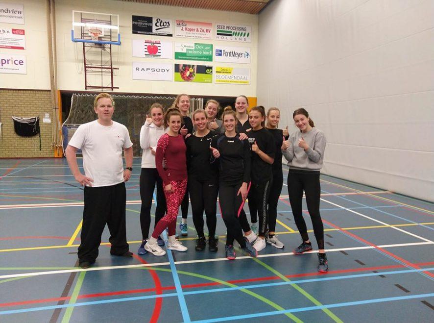 Volleybal vereniging krijgt workshop Kungfu