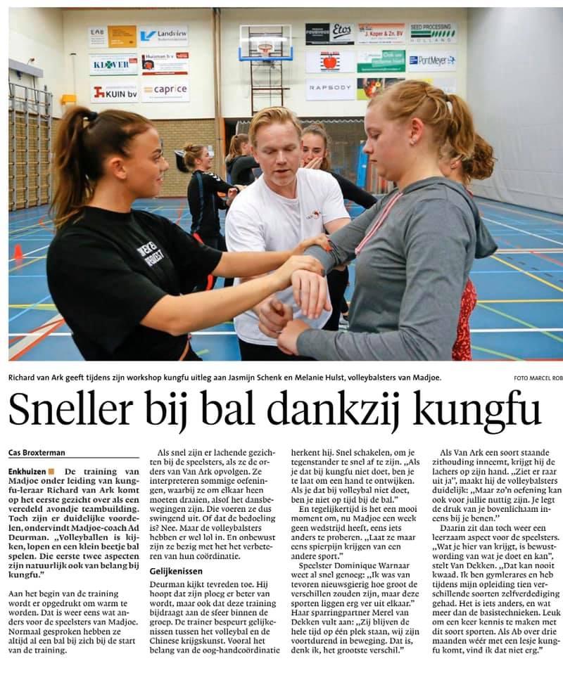 Krant artikel over Workshop kungfu bij Madjoe